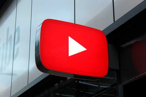 Рекламный стенд Youtube