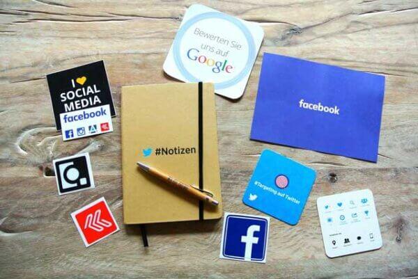 Блокнот с социальными сетями